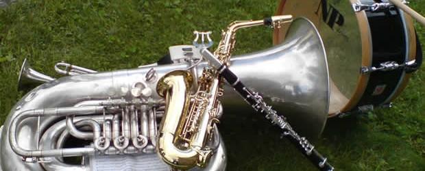 Na actualidade, a Banda conta con cerca de 50 membros. A maioría de nós somos veciños do concello de O Pino, pero tamén temos músicos...